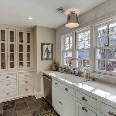 Farmhouse-style Kitchen Remodel